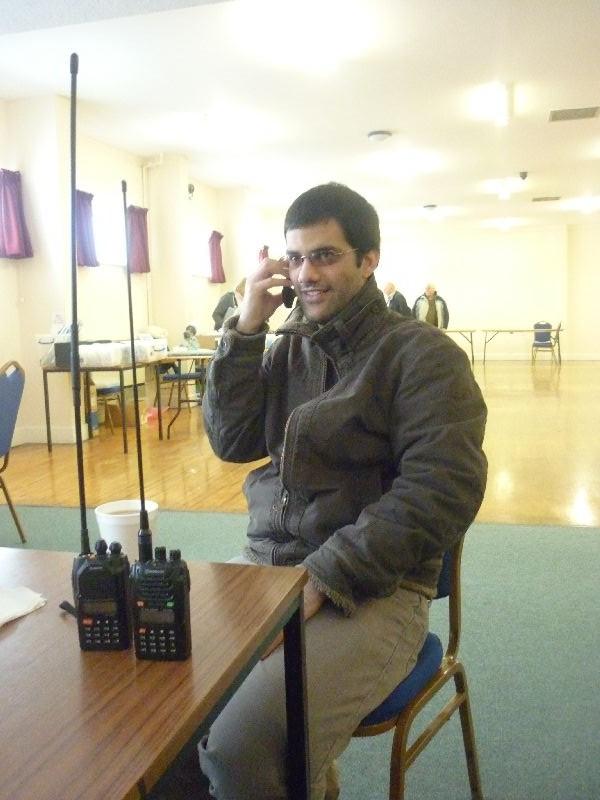 Selim 2E0EKF monitors 4m and 2m whilat on the phone.
