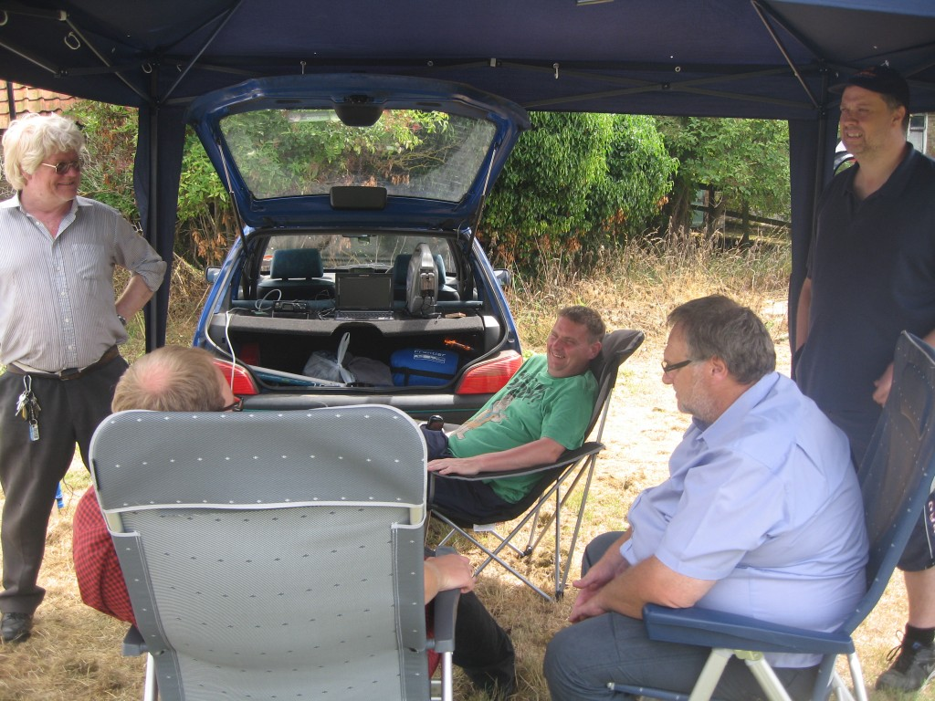 LEFARS Club members watch Derek M0XDC with his WSPR (500mW) station providing propagation forecasts.